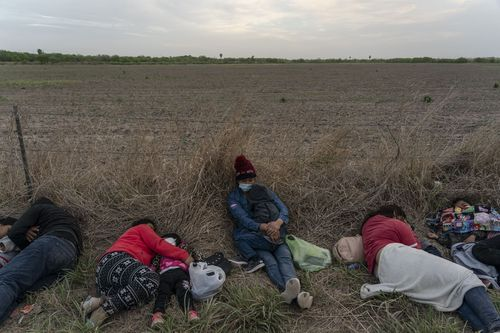 mexico-border-migrants-02
