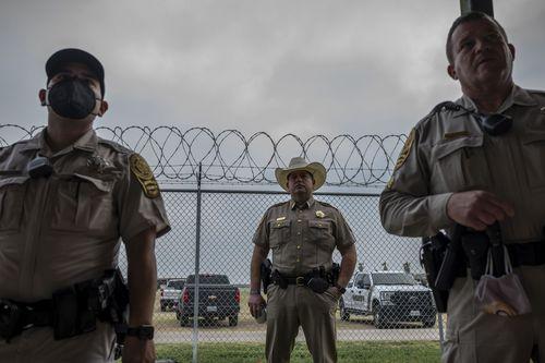 mexico-border-migrants-04