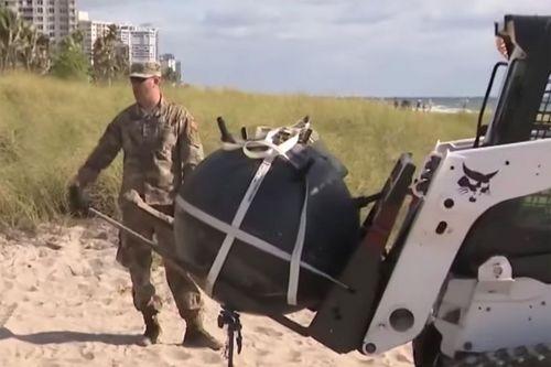 Инертная морская мина была обнаружена, выброшенная на берег в Лодердейл-Бай-Зе-Си, Флорида.