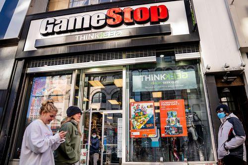 Витрина магазина GameStop.
