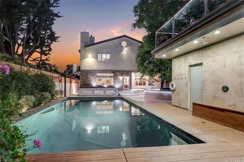 Инкубатор TikTok в Лос-Анджелесе потерял свою привлекательность с тех пор, как покинула его основатель Дейзи Кич, но за его место борется другой дом, на этот раз в Санта-Монике.