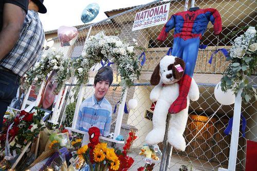 Папа говорит, что 9-летний Мэтью Фариас спас жизнь своей матери во время массового расстрела в Калифорнии.