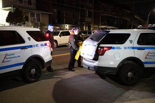 Полиция замечена на месте нескольких порезов.